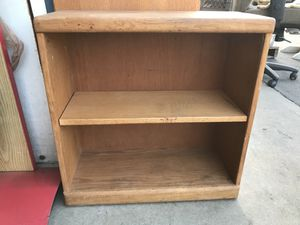 Small oak bookshelf for Sale in Fresno, CA