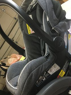 Graco Infant Car seat With Base Gently Used for Sale in St. Augustine,  FL