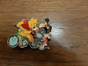 Disney LE 250 pin spring break series Pooh and pals for Sale in Glendale, AZ