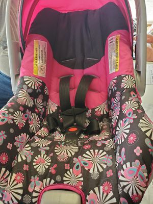 Baby girl 3 in 1 car seat for Sale in Camp Hill, PA