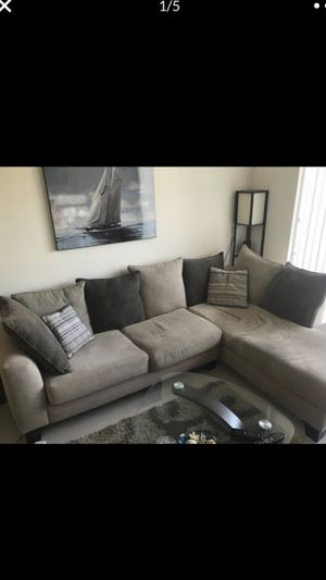 Beautiful sectional couch with accent swivel chair for Sale in Fort Lauderdale, FL
