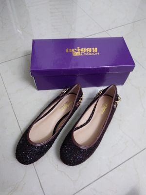 NEW! Twiggy LONDON Women's Shoes - Size 8M Flats - Brown Tweed with Gold Chain. (¡Nuevo! Zapatos de Mujer - Tweed Marrón con Cadena Dorada - Talla 8M) for Sale in North Miami, FL
