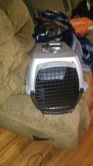 Small dog crate for Sale in Rossville, GA