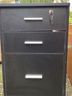 New File Cabinets With Key And Wheels for Sale in Renton,  WA