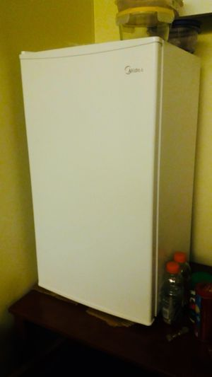 Media 3.3 cubic foot mini fridge with freezer section. for Sale in Houston, TX