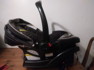 Graco Forward Facing Car Seat canopy carry handle booster excellent condition 1 YR OLD for Sale in Santa Ana, CA