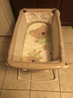 Fisher price rock & stand bassinet for Sale in Orlando, FL