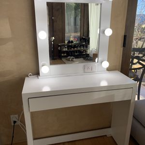 NEW! Make Up Vanity for Sale in Los Angeles, CA