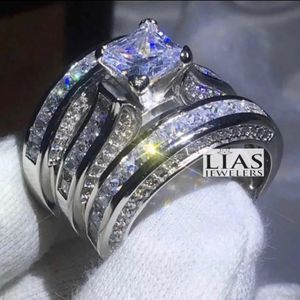 New 14 K White Gold Wedding Ring Set for Sale in Fort Lauderdale, FL