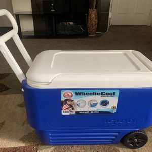 Igloo Wheeled Cooler for Sale in Scottsdale, AZ