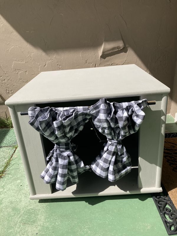 Indoor cat/dog house and side table