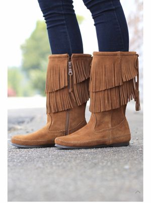 Minnetonka Tier fringe boot size 5 new for Sale in FL, US