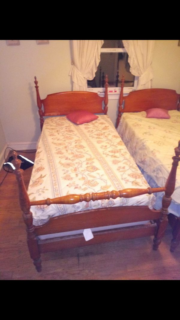 Solid wood twin beds