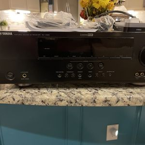 Yamaha RX-V565 AV Receiver With iPhone Dock Controller YDS11 for Sale in Katy, TX