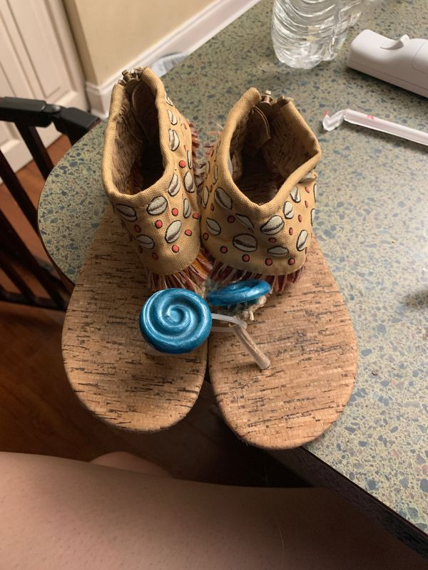 Disney Pocahontas shoes size 13/1