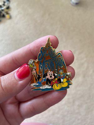 Disney world splash mountain pin for Sale in Federal Way, WA