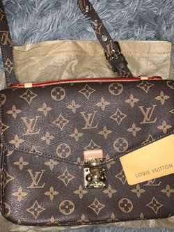 Louis Vuitton Clasp Bag for Sale in Holly Springs,  NC