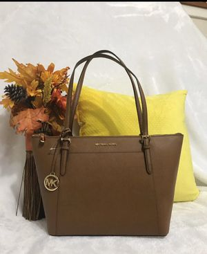 NWT MICHAEL KORS TOTE for Sale in Newport News, VA