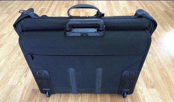Tumi - Carry On Garment bag: 2231D3