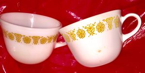 •••NEGOTIABLE••• Cups: Corning: Pyrex and Corelle Living-ware for Sale in Miramar, FL