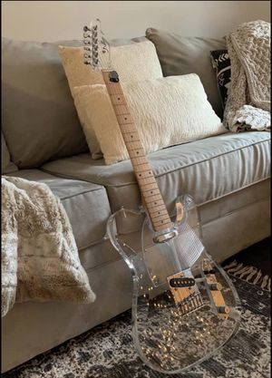 Electric guitar for Sale in Clinton, CT