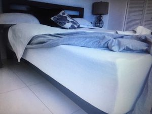 Queen Mattress, Bed Frame, 2 end tables for Sale in Miami, FL