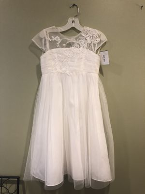 Adorable flower girl dresses size 7 and size 8 for Sale in Alexandria, VA
