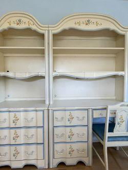 Girls 5-piece Bedroom Set-Dresser, Desk, Hutch for Sale in Hawthorne,  CA