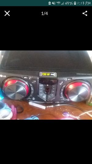 Lg stereo bluetooth USB ports aux CD FM am very loud for Sale in Aberdeen, WA