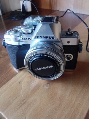 Olympus E-M10 III (w/extras!) for Sale in Los Angeles, CA