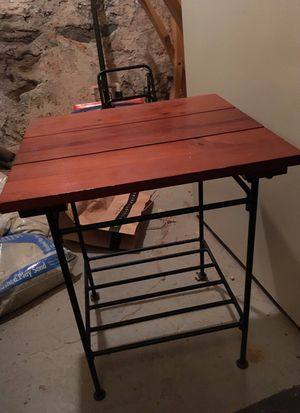 End table/nightstand for Sale in Philadelphia, PA