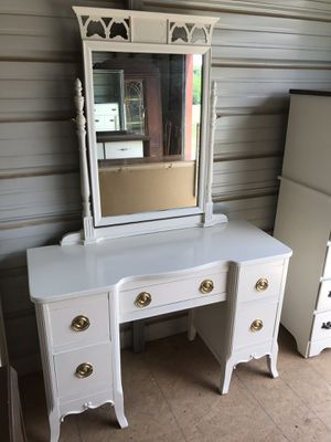 Vanity with mirror and stool for Sale in Fayetteville, TN
