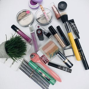 Beautiful makeup bundle for Sale in Sacramento, CA