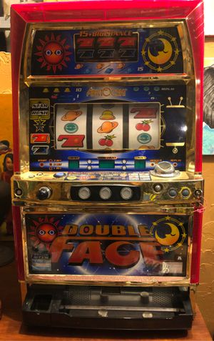 """Aristocrat Double Face"" token slot machine with key for Sale in North Miami, FL"