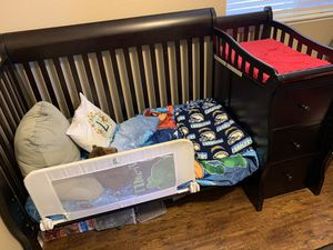Expresso Crib/ Toddler Bed with Changing Table for Sale in Moreno Valley, CA