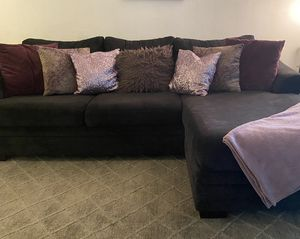 Beautiful sectional. Pillows included!!! for Sale in Lighthouse Point, FL
