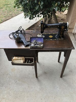 Antique Sewing Machine w/Table for Sale in Fresno, CA