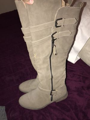 Grey boots size 8 for Sale in Palmdale, CA