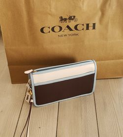 Brand New Coach Wristlet for Sale in Hollywood,  FL