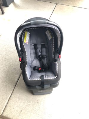 Grace car seat with base for Sale in Buffalo, NY