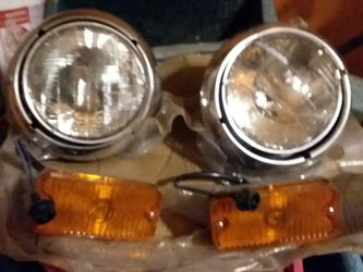 Chevy gmc headlight assembly for Sale in Penns Creek,  PA