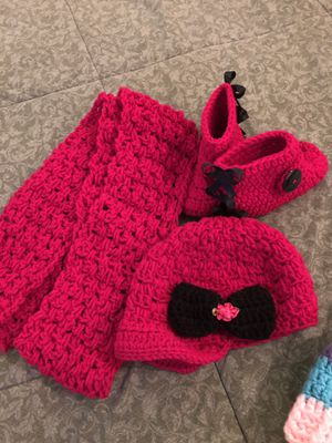 set of hat, scarf and boots for one year old girl and hat with tail both are new for Sale in Omaha, NE