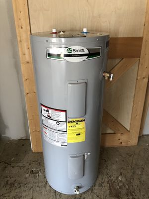 40 Gallon Whirlpool Electric Water Heater for Sale in York, SC