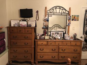 ENTIRE Queen bedroom set (with dressers) for Sale in Scottsdale, AZ