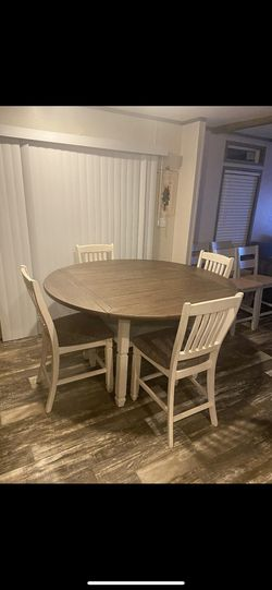Very Nice High Table and 4 Chairs Farm Look for Sale in Keysville,  VA