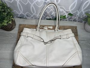 Authentic Coach Beige Hampton Leather Tote Shoulder Bag. for Sale in San Antonio, TX