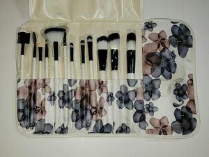 13 PCS Makeup Brush Set White Wood Handle - White for Sale in HALNDLE BCH, FL