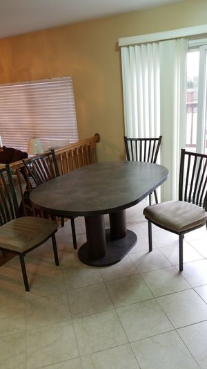 Beautifull kitchen table and 4 chairs for Sale in Carol Stream, IL