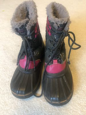 Girls London fog winter snow boots size 3 for Sale in Wyoming, MI