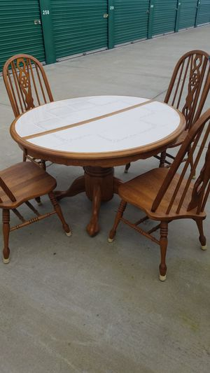 Nice vintage tile top dining table/4 chairs for Sale in Modesto, CA